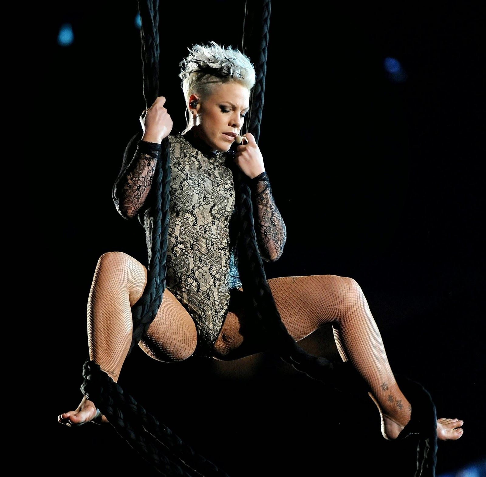 singer-pink-nude-pics-girl-from-transformers